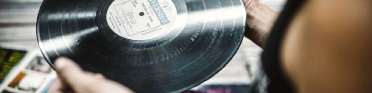 Vendas de discos de vinil bateram as de downloads digitais